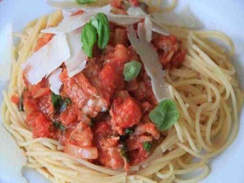 Spaghetti mit kalter Tomatensoße