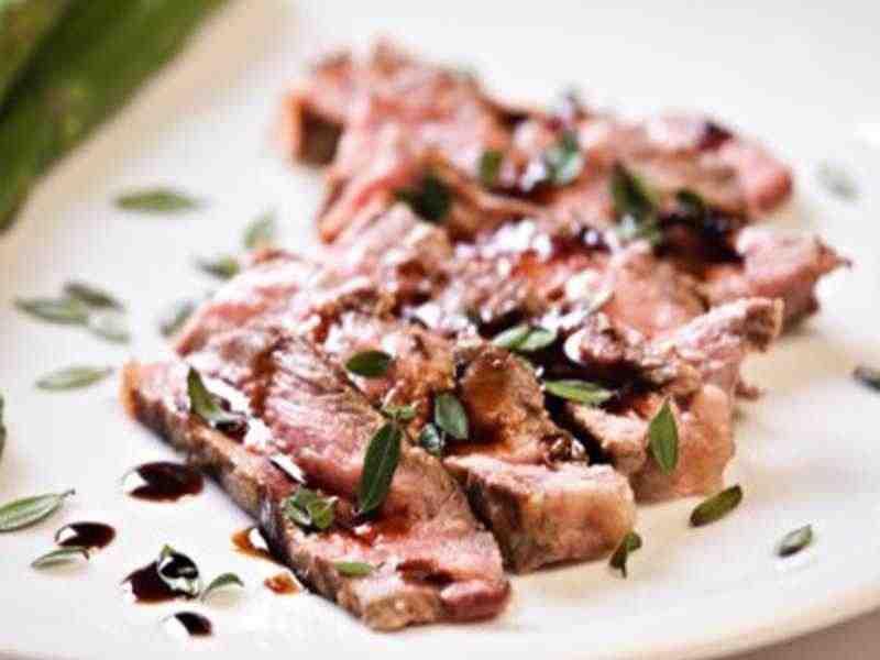 Tagliata di Manzo (rosa gebratenes aufgeschnittenes Rindsfilet an Balsamicosauce) Rezept