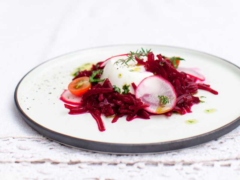 Rote-Bete-Salat mit Schafskäse Rezept